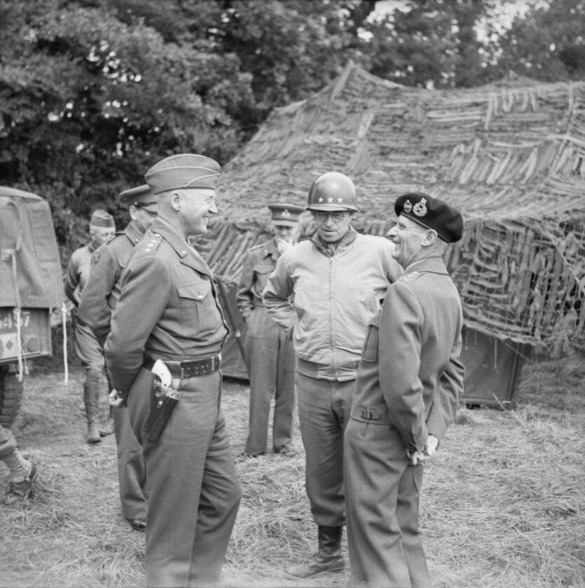 Pogawędka generalicji. George Patton, Omar Bradley i Bernard Law Montgomery (7 lipca 1944).