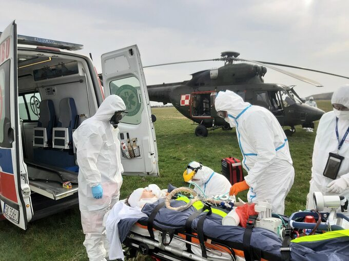 Transport pacjenta chorego na COVID-19 z mobilnym ECMO przez zespół CSK MSWiA