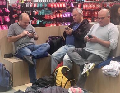 Co robią mężczyźni, kiedy ich ukochane wpadają w szał zakupów? Ktoś...