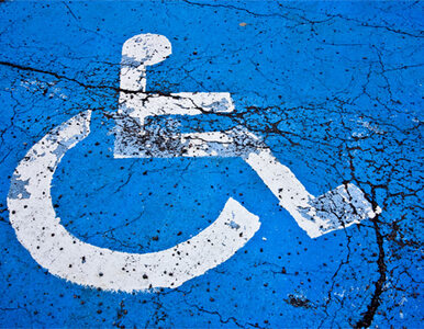 Opiekunowie dorosłych niepełnosprawnych protestują przed kancelarią Kopacz