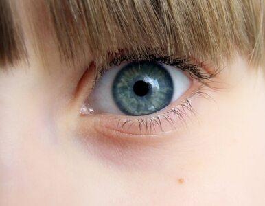 Lekarze: nosisz kolorowe soczewki do oczu? Uważaj!