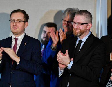 Kaczyński rozgrywa prawą ścianę, w tle walka o względy Rydzyka