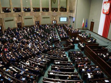 Sondaż: Dwa punkty różnicy między PiS a PO. Nowoczesna poza Sejmem