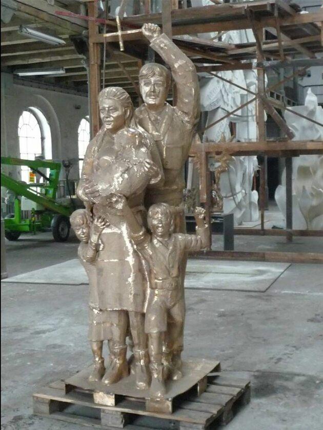 Odlew części podstawy pomnika wykonany z brązu