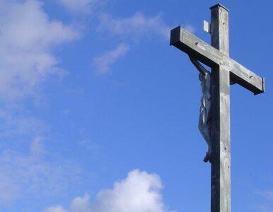 Strażacy sikali na grób Jezusa? Proboszcz oskarża