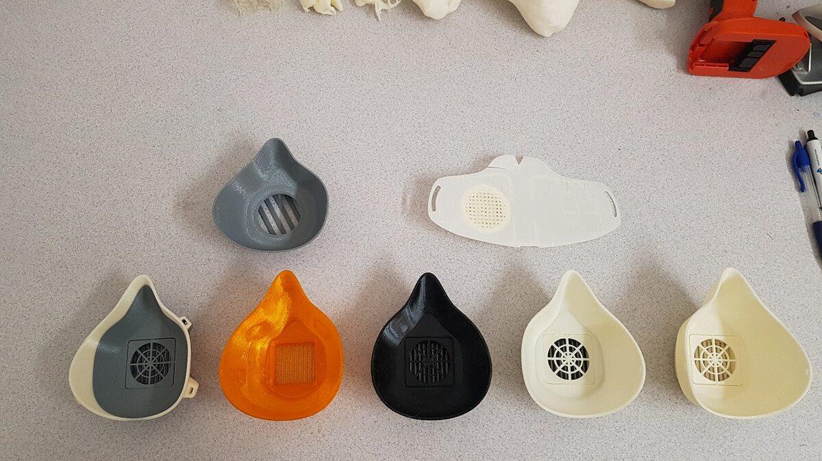 Maseczki i przyłbice produkowane na drukarkach 3D polskiej firmy Zortrax