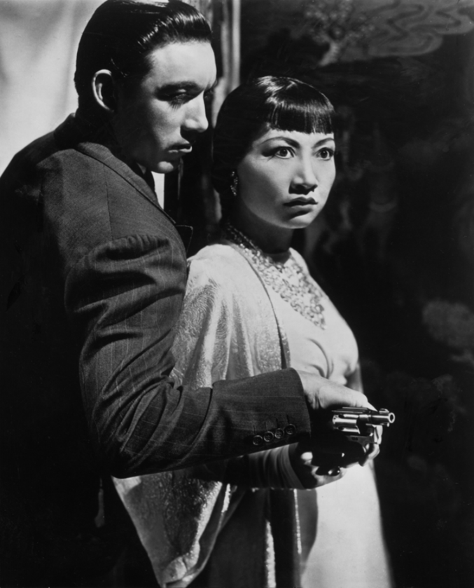 """Anna May Wong w filmie """"Dangerous to Know"""" (1938)"""