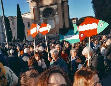 """""""Sardynki"""" protestują w Rzymie. Wśród nich polska aktorka"""