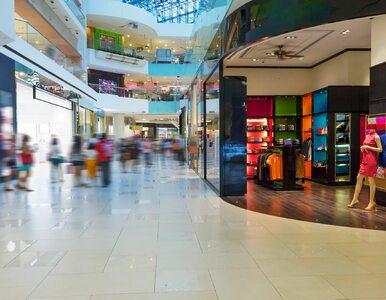 Otwarcie galerii handlowych. Kolejki przed sklepami i korki na parkingach