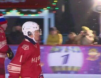 """Putin pielęgnuje wizerunek """"twardziela"""". 65-letni polityk grał w hokeja..."""