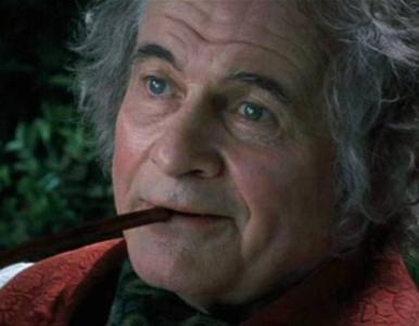 """Zmarł Ian Holm. Aktor znany z roli Bilbo Bagginsa w trylogii """"Władca..."""