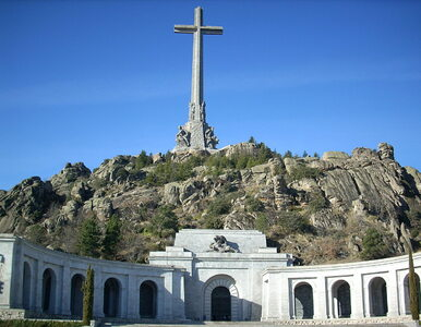 """Wnuk hiszpańskiego dyktatora oburzony ekshumacją gen. Franco. """"To..."""