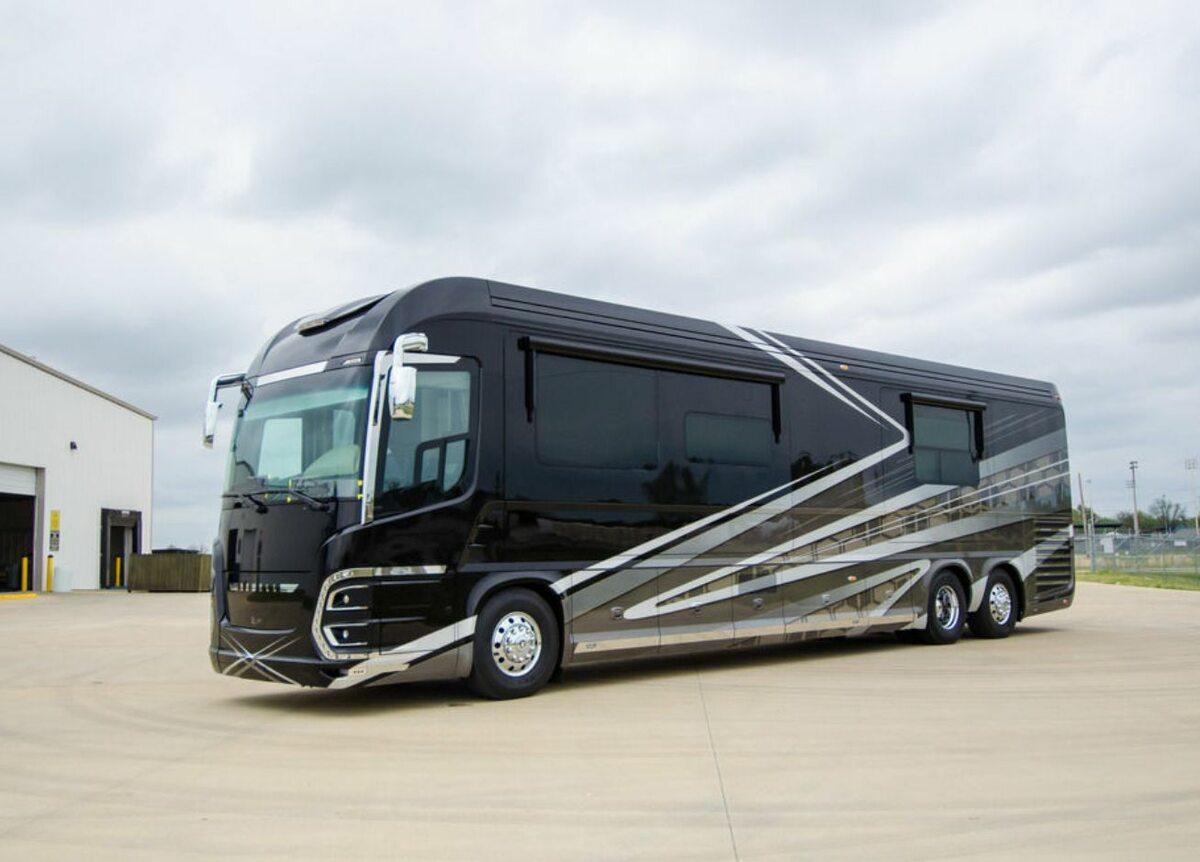 2020 Newell Coach p50 z zewnątrz