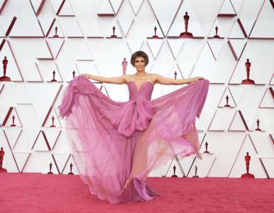 Oscary 2021 za nami. Jak wyglądały gwiazdy na czerwonym dywanie?