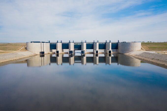 Budowa przelewowo-spustowa, Zbiornik Racibórz Dolny