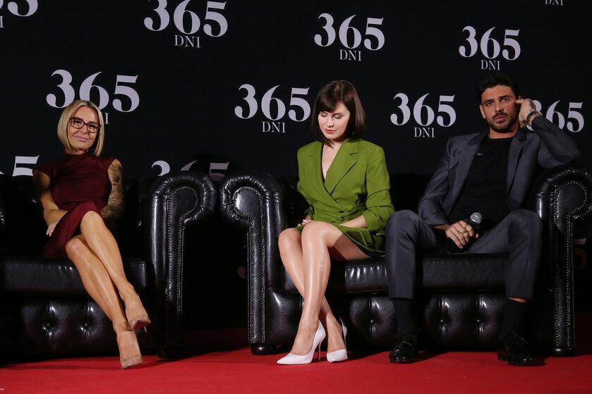 Od lewej: Blanka Lipińska, Anna Maria Sieklucka i Michele Morrone