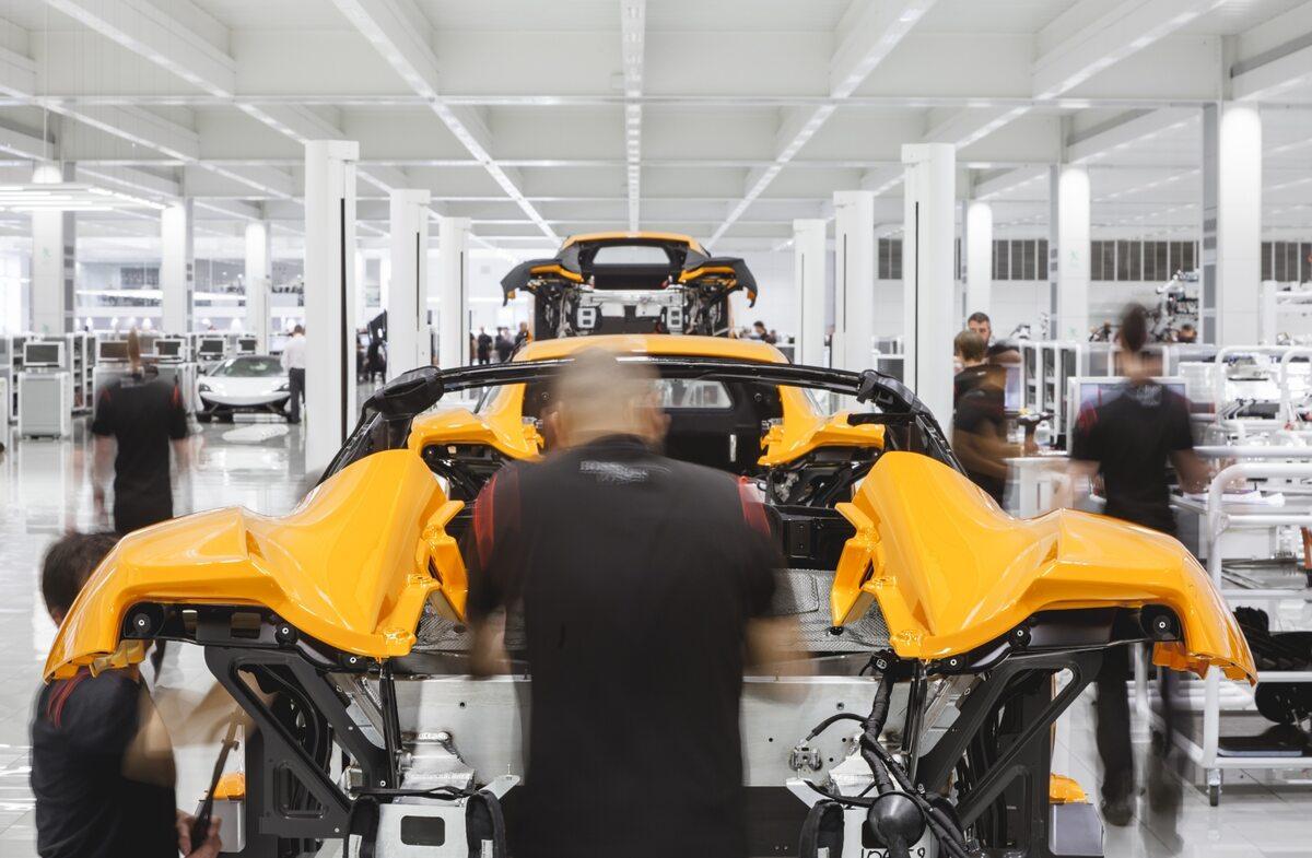 McLaren Technology Center w Woking (Wlk. Brytania)