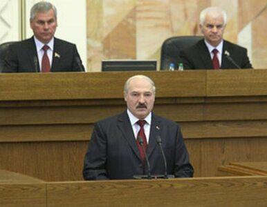 Łukaszenka chce odbierać samochody za... zaśmiecanie