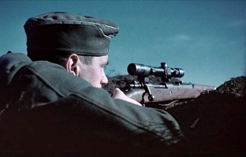 Niemiecki snajper na przedpolach Stalingradu, wrzesień 1942