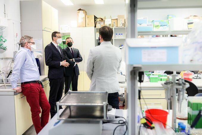 Wizyta premiera wMiędzynarodowym Instytucie Biologii Molekularnej iKomórkowej wWarszawie