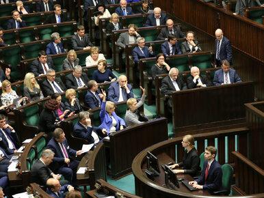 Sondaż: Większość Polaków popiera ograniczenie kadencji posłów. Suski:...