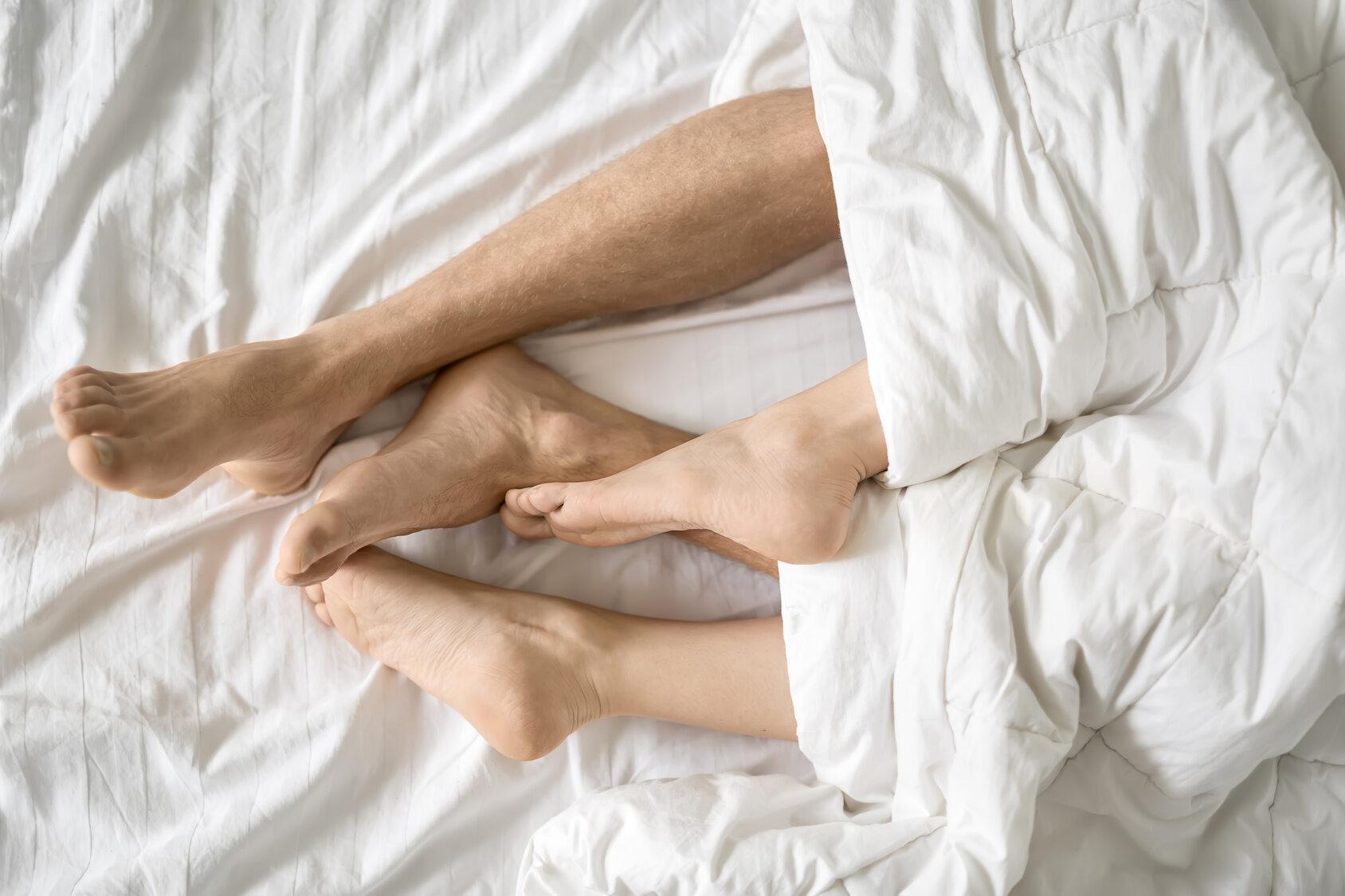 Kamasutra to poradnik o sztuce miłości. Dokładnie opisuje pozycje seksualne i porady miłosne. Komu przypisuje się autorstwo tekstu?