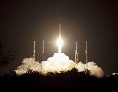 Smok wiezie lody waniliowe astronautom