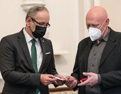 Atak na punkt szczepień w Grodzisku Mazowieckim. Minister odznaczył...