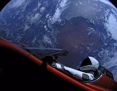 Pamiętacie Teslę wystrzeloną w kierunku Marsa? Właśnie obok niego...