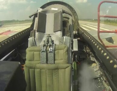Zobacz lot F-16 bez pilota