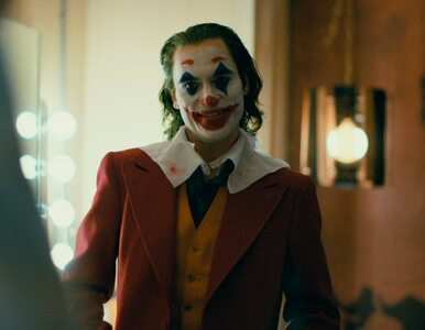 """Już jest! Todd Phillips pokazał pierwszy zwiastun filmu """"Joker"""". Jak..."""