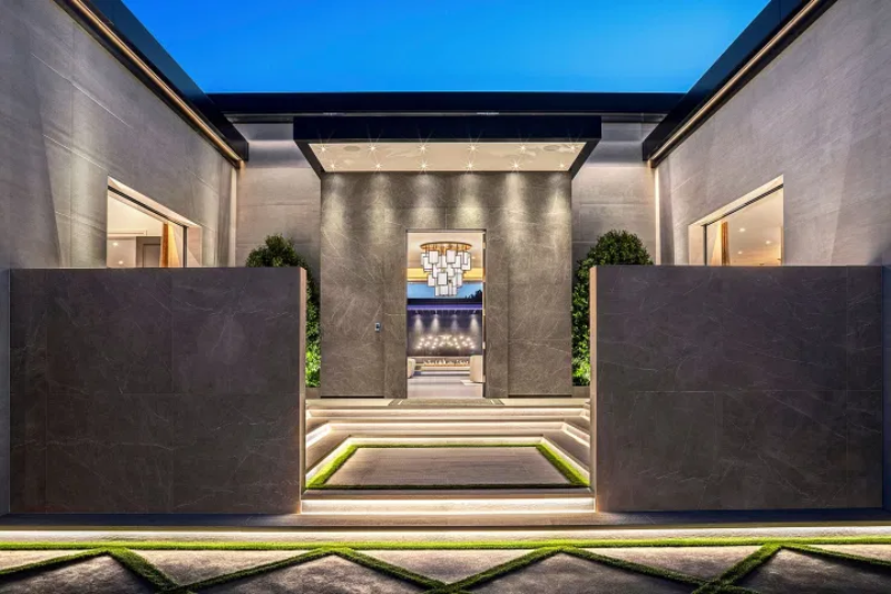 Dom Kylie Jenner w Holmby Hills w Los Angeles