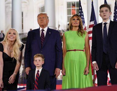 "Melania Trump skradła ""show"" strojem. Ten kolor? Internauci nie mogli..."