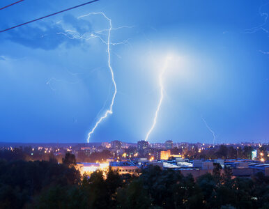 Burze i wichury nad Polską. 10 rannych, 331 tysięcy gospodarstw bez prądu