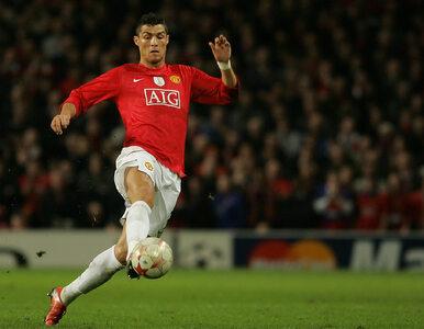 Kolorowy sweter, spodnie dzwony i lakierki. Tak Cristiano Ronaldo...