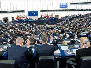 Tylko dwa kraje UE wywiązują się z ustaleń dot. relokacji uchodźców. PE...