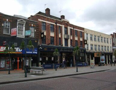 17-latek oblany kwasem we wschodnim Londynie