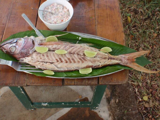 Kenia- pieczona Red Job fish