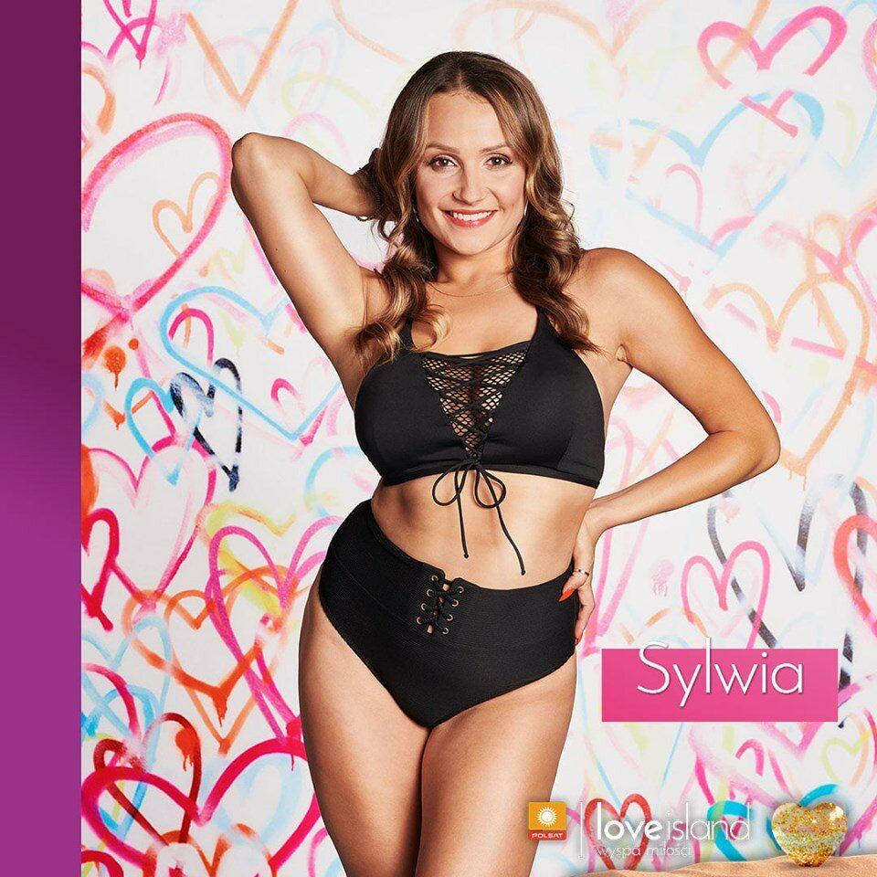 Sylwia Sylwia jest tancerką i finansistką. W wolnym czasie pochłania ją przede wszystkim taniec, lubi też poćwiczyć na siłowni. Największą przyjemność sprawiają jej podróże, spotkania z przyjaciółmi i drobne przyjemności.