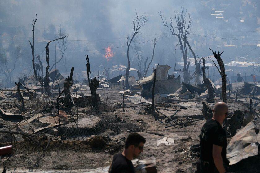 Spalony obóz migrantów na Lesbos