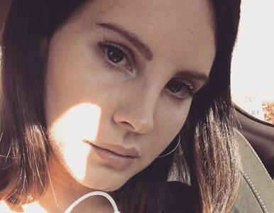 """Lana Del Rey w maseczce z siatki. """"Cholera, co ty wyprawiasz?"""""""
