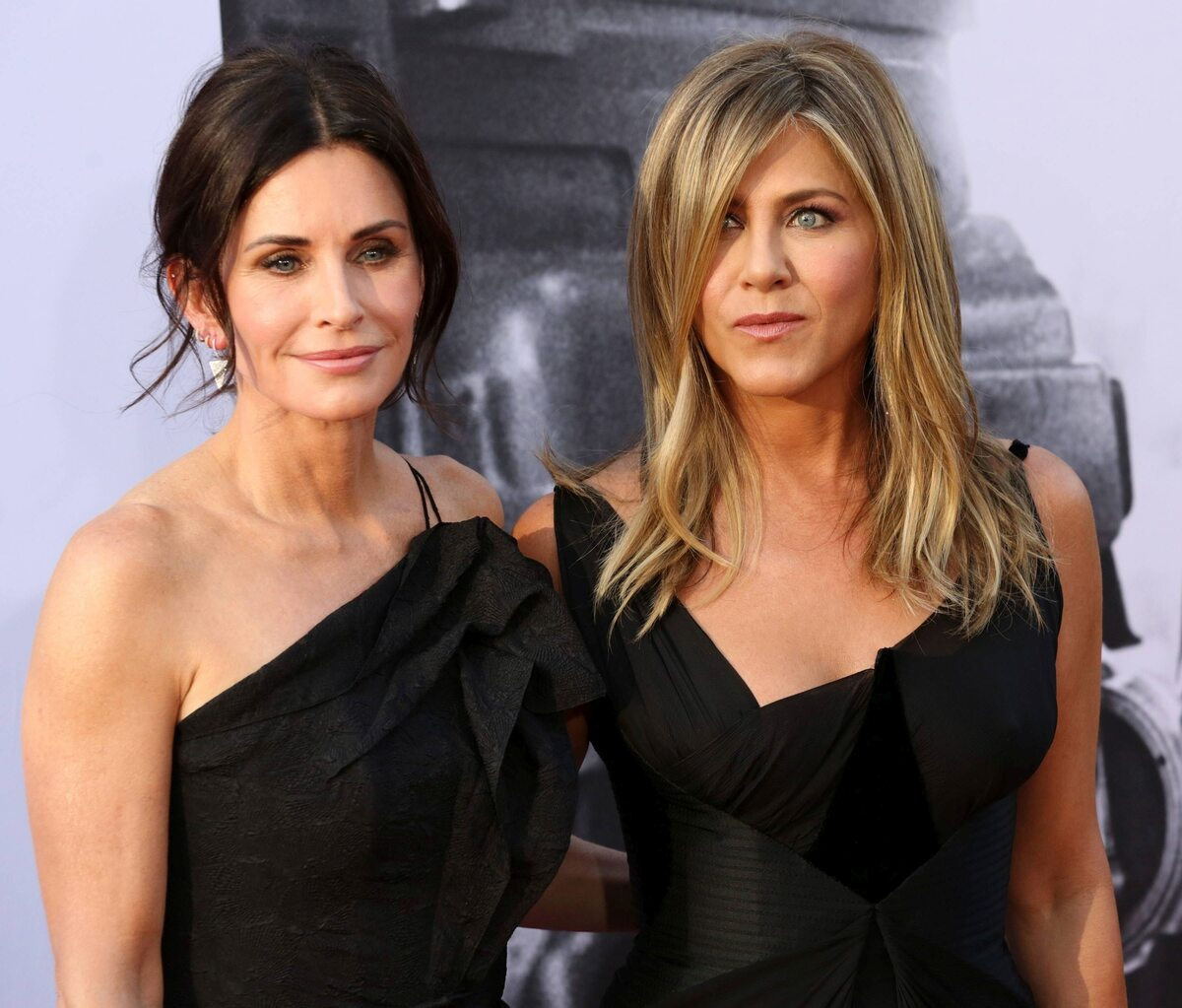 Courteney Cox i Jennifer Aniston w 2018 roku