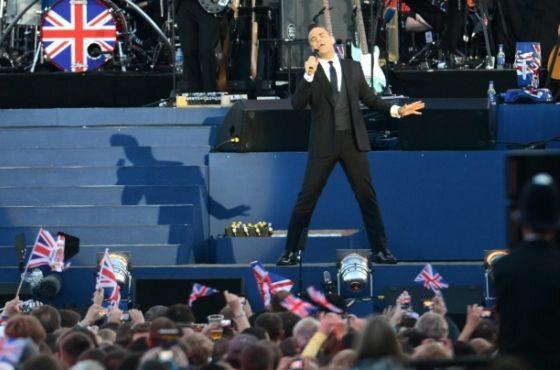 Robbie Williams rozpoczął koncert (TOBIAS HASE/EPA/PAP)