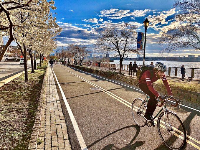 Zachodni brzeg Manhattanu, okolice ulicy Czterdziestej Drugiej Zachodniej, 2 kwietnia 2020