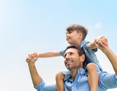 Panowie, wam też tyka biologiczny zegar. Późne ojcostwo może mieć swoje...