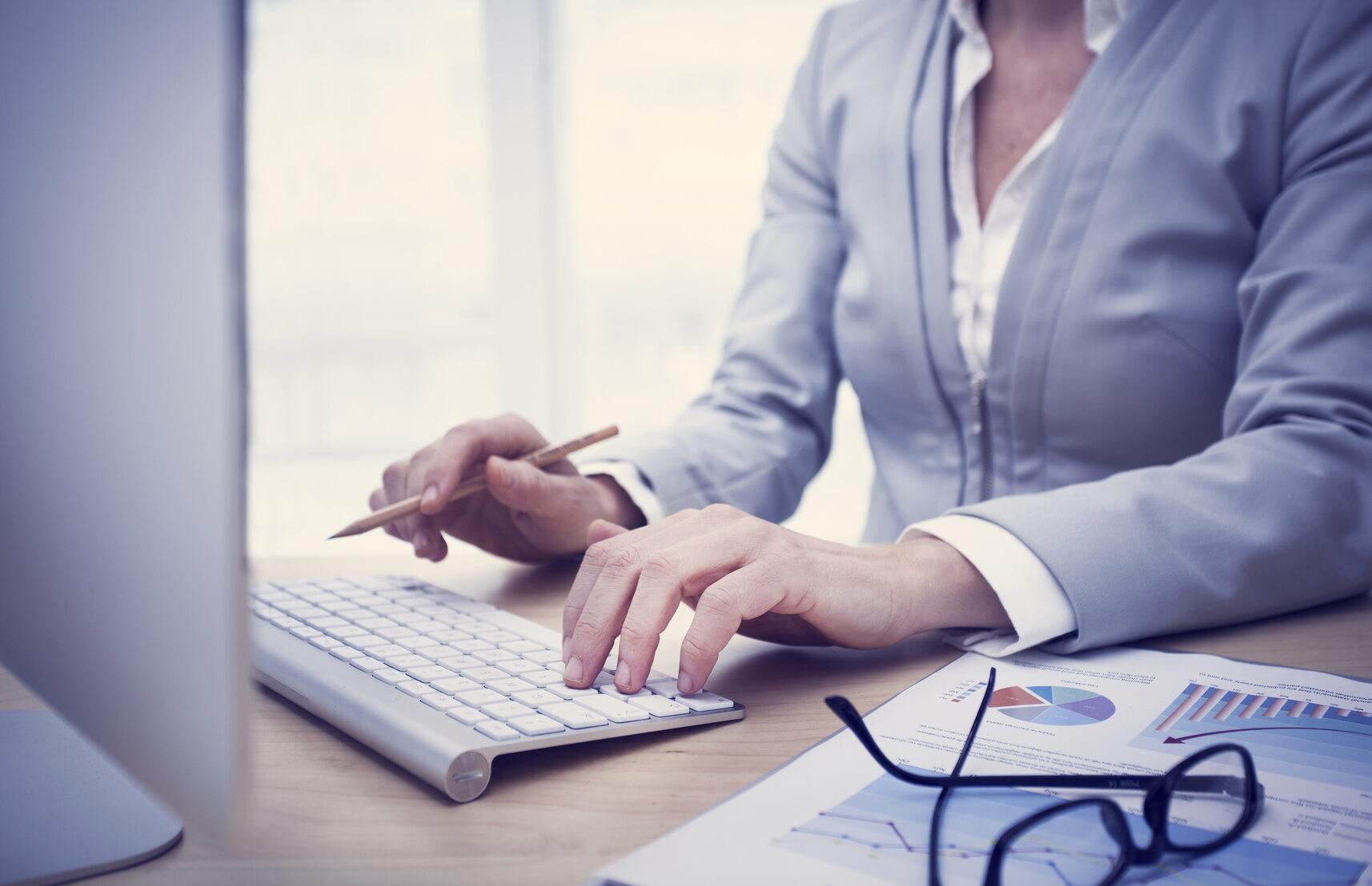 Biuro, praca, zdjęcie ilustracyjne