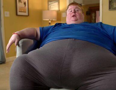 Waży ponad 300 kg, gra w gry i żyje dzięki pomocy ojca. Chce jeść do...