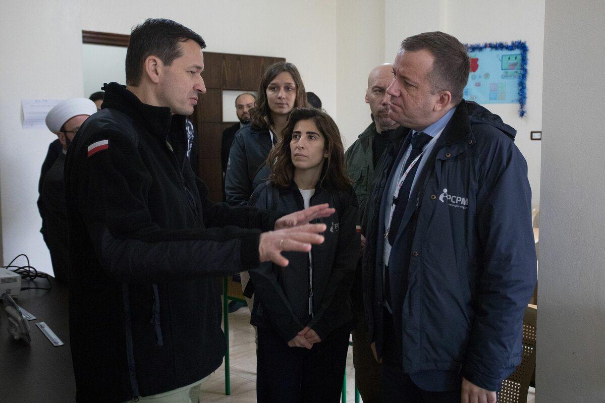 Premier Mateusz Morawiecki w Libanie Drugi dzień wizyty premiera Mateusza Morawieckiego w Libanie to m.in. wizytacja wybranych projektów pomocowych Polskiego Centrum Pomocy Międzynarodowej w prowincji Akkar.