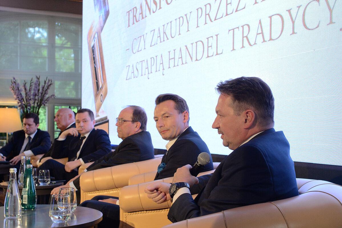 Paneliści podczas debaty