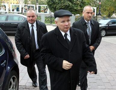 Miesięcznica katastrofy smoleńskiej: Kaczyński przed Pałacem Prezydenckim